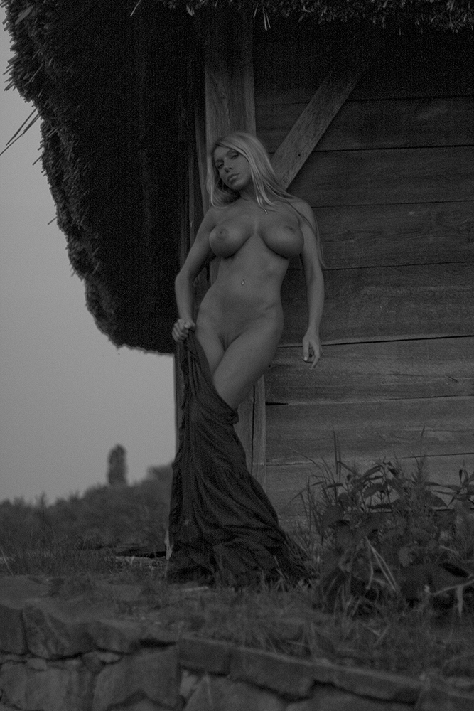 Nude Photoshoot With Elin...