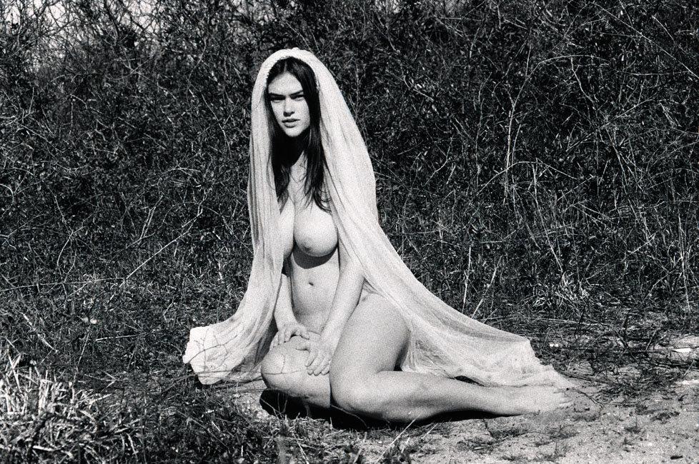 Nude Pics Of Myla Dalbesi...