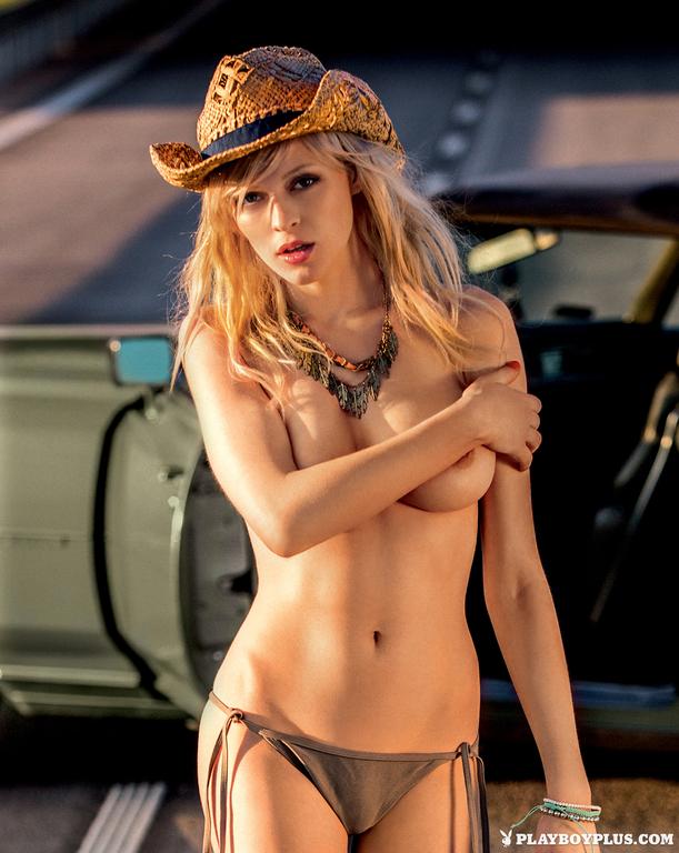 Olga Niedzielska Nude Pho...