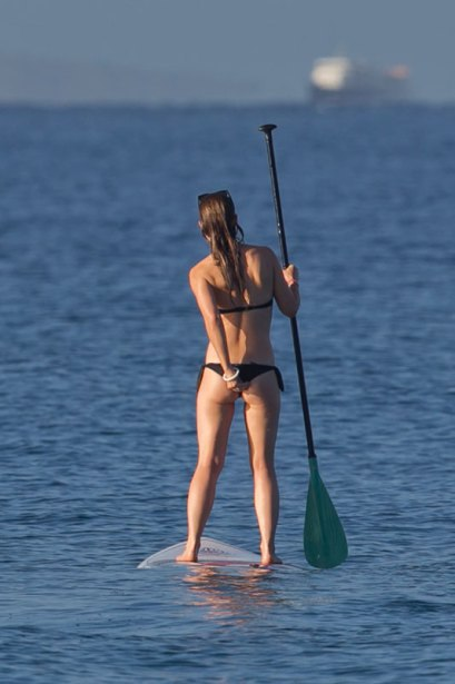 Olivia-Wilde-in-a-Bikini-4