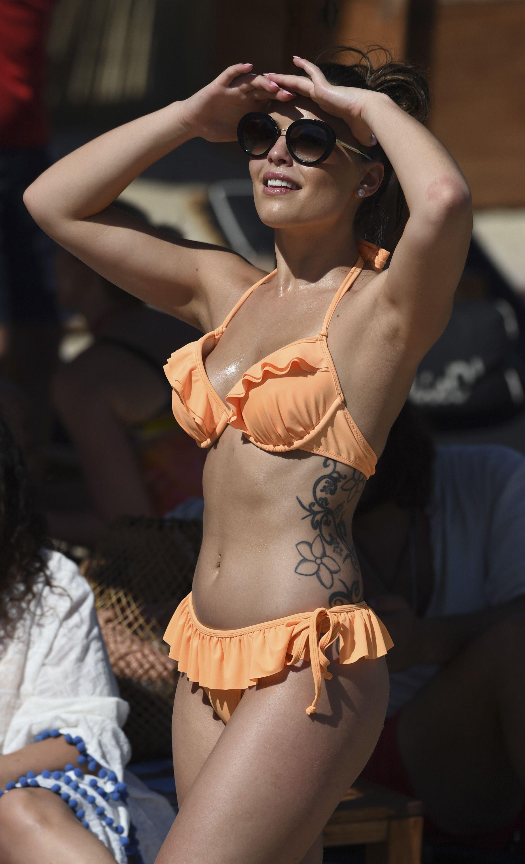 Olympia Valance Sexy Phot...