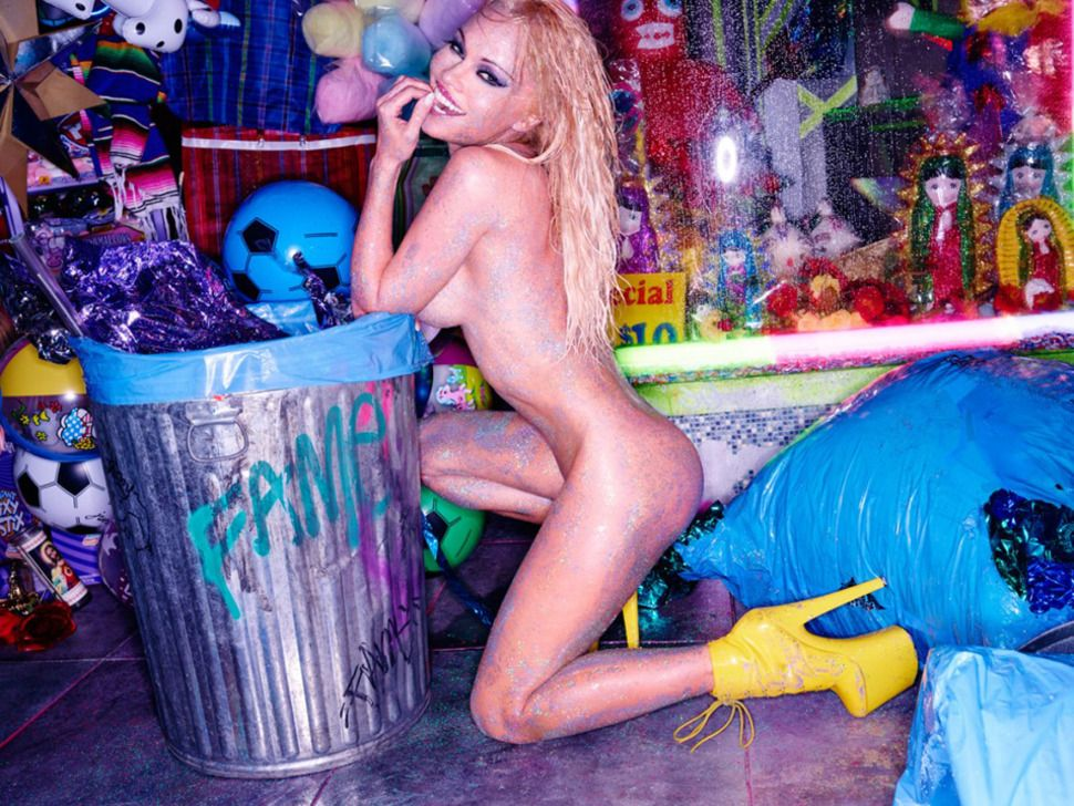 Nude Pics Of Pamela Ander...