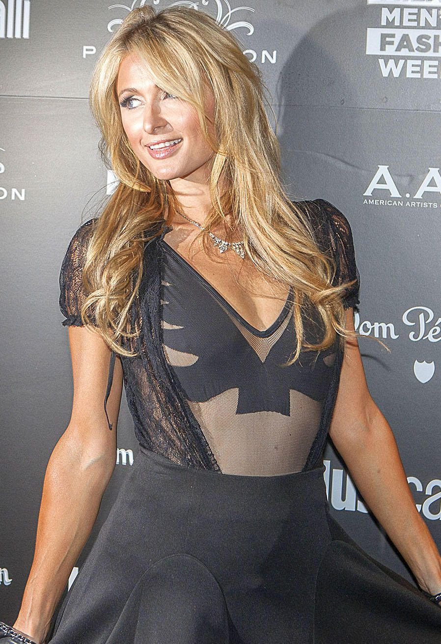 Paris-Hilton-Nipple-Slip-5