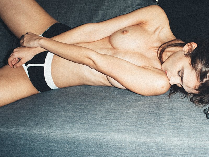 Paula Bulczynska Topless Pics 2