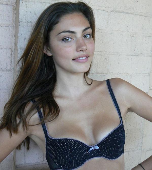 Phoebe Tonkin Underwear P...