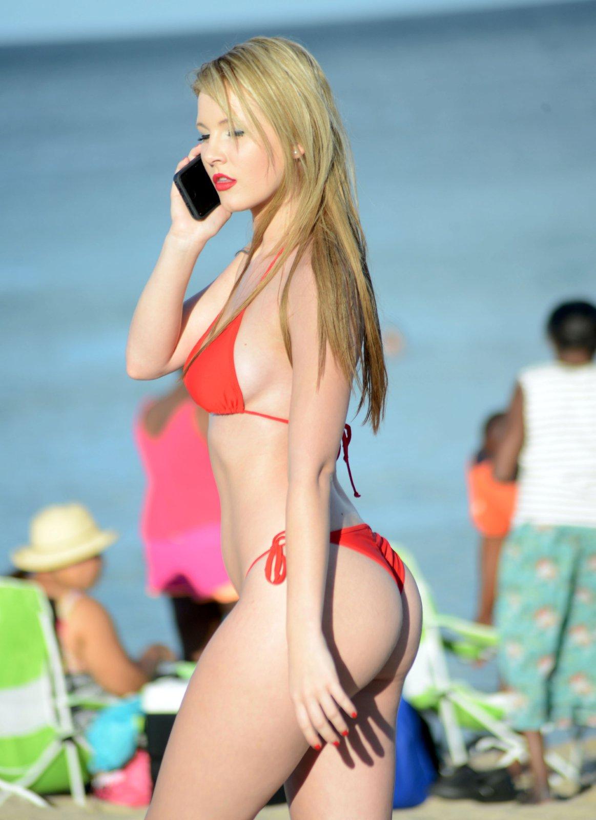 Rachel-Sanders-in-a-Bikini-5