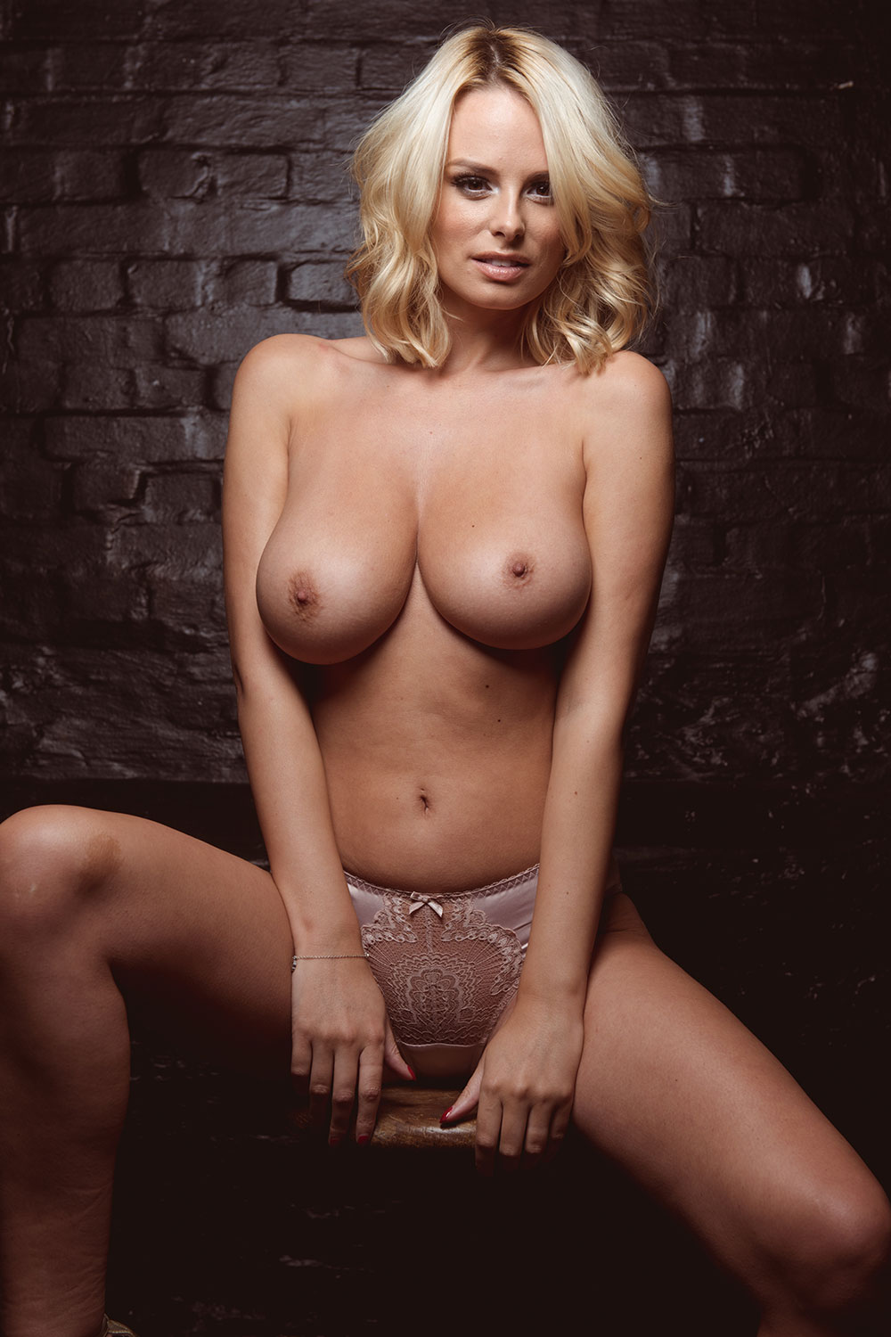 Topless Photos Of Rhian S...
