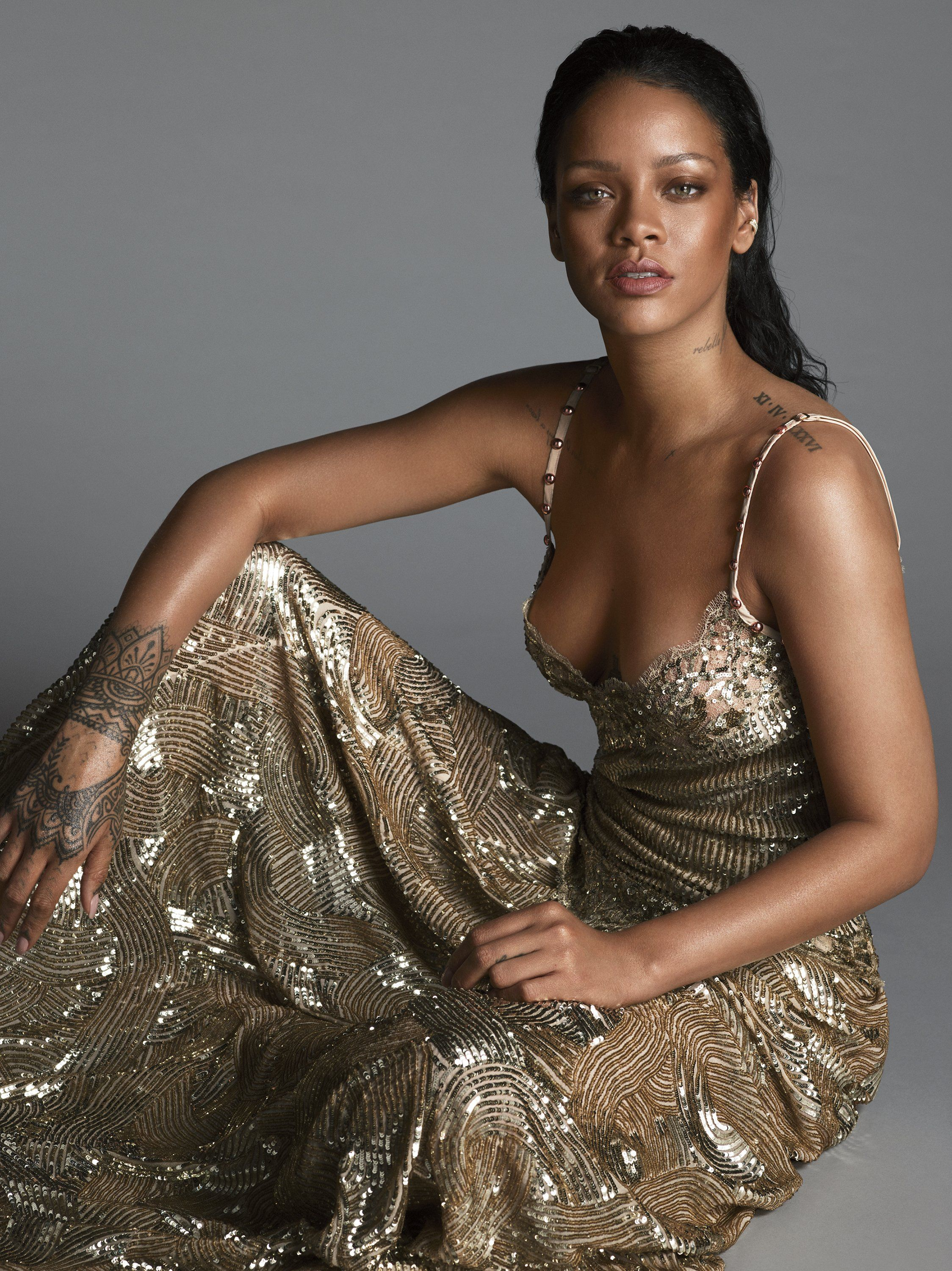 Rihanna Sexy Photos