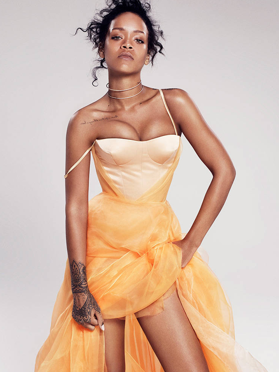 Rihanna-Sexy-in-Elle-Magazine-December-2014-08
