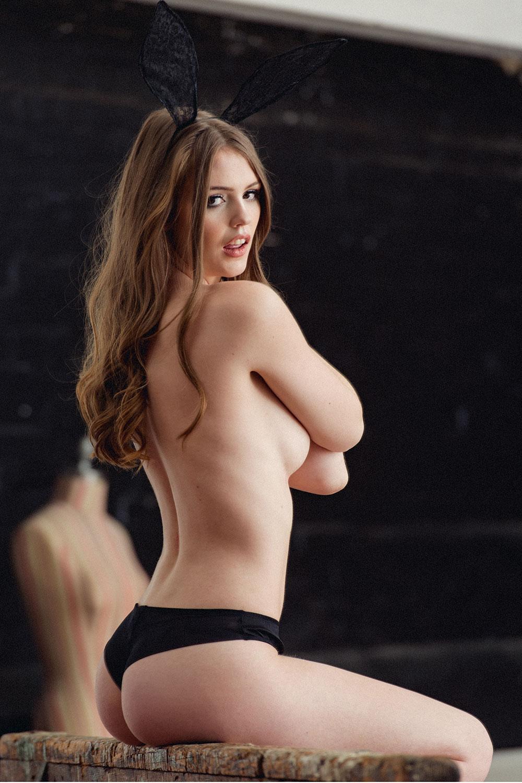 Rosie Danvers Topless Pho...