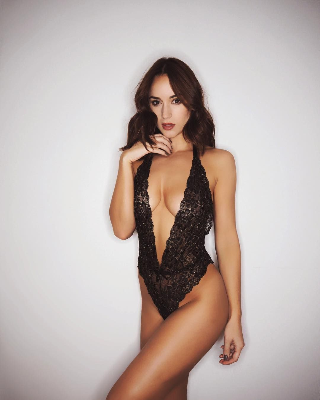 Rosie Jones Sexy Photos