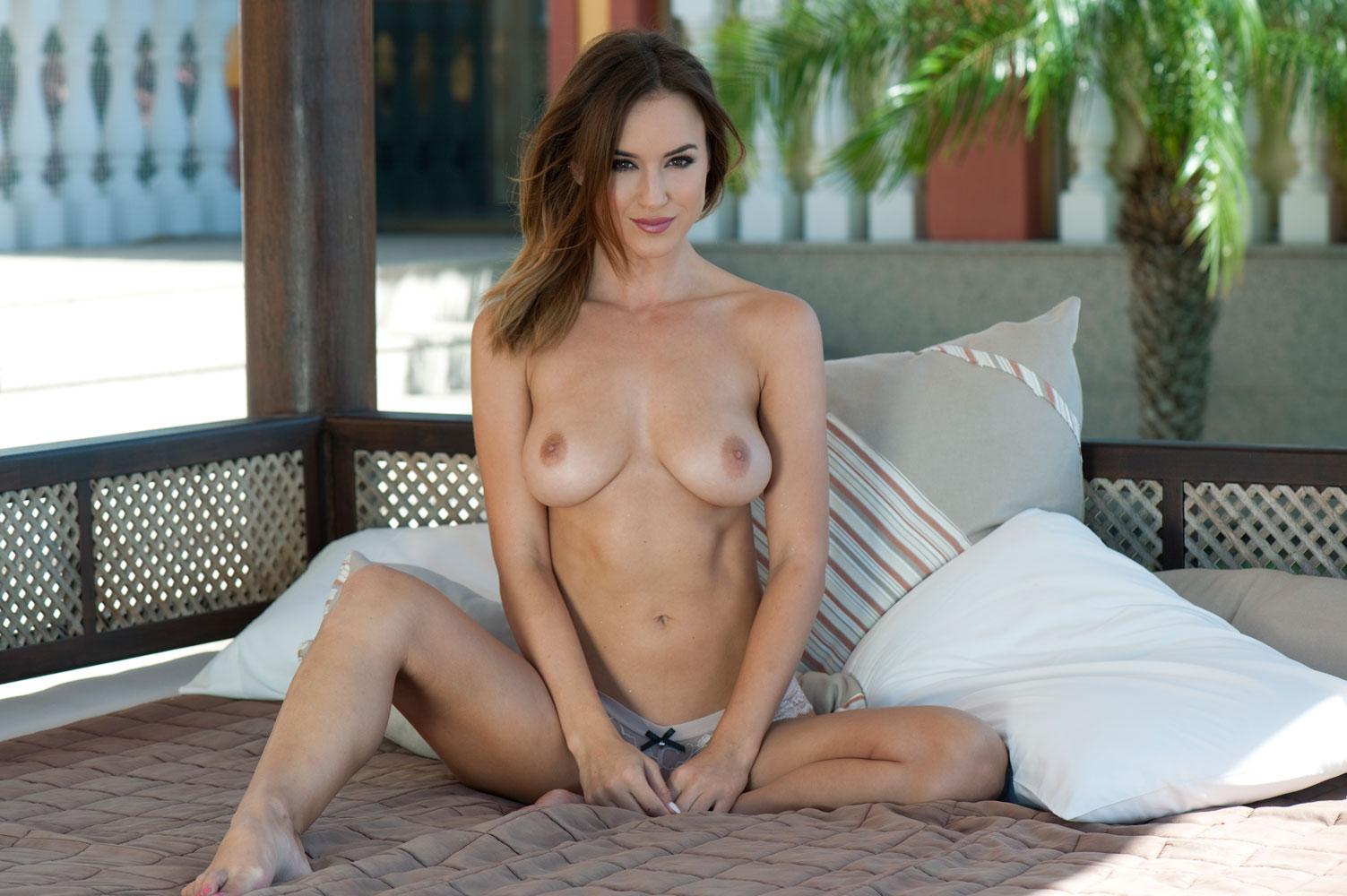 Topless Pics Of Rosie Jon...
