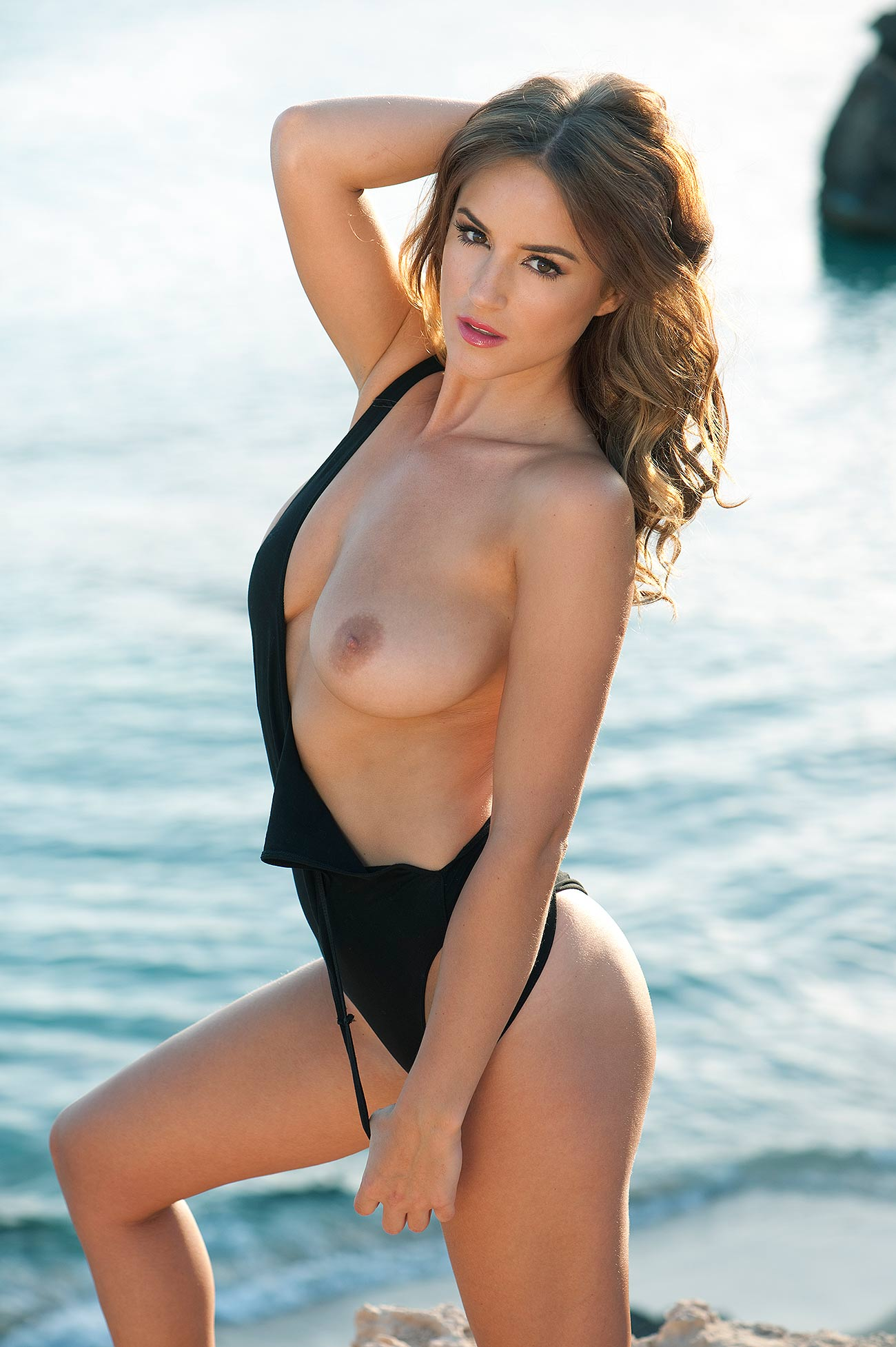 Rosie Jones Topless Photos 1