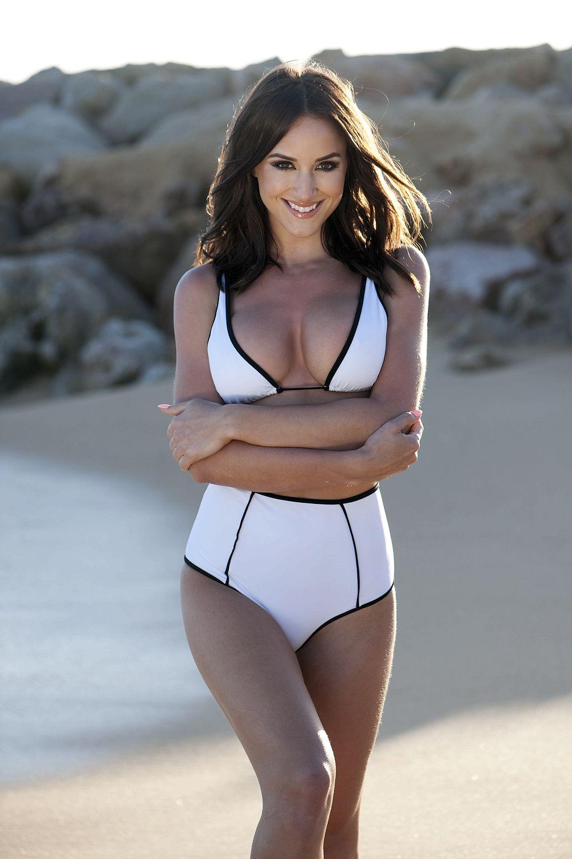 Rosie Jones Topless Pics