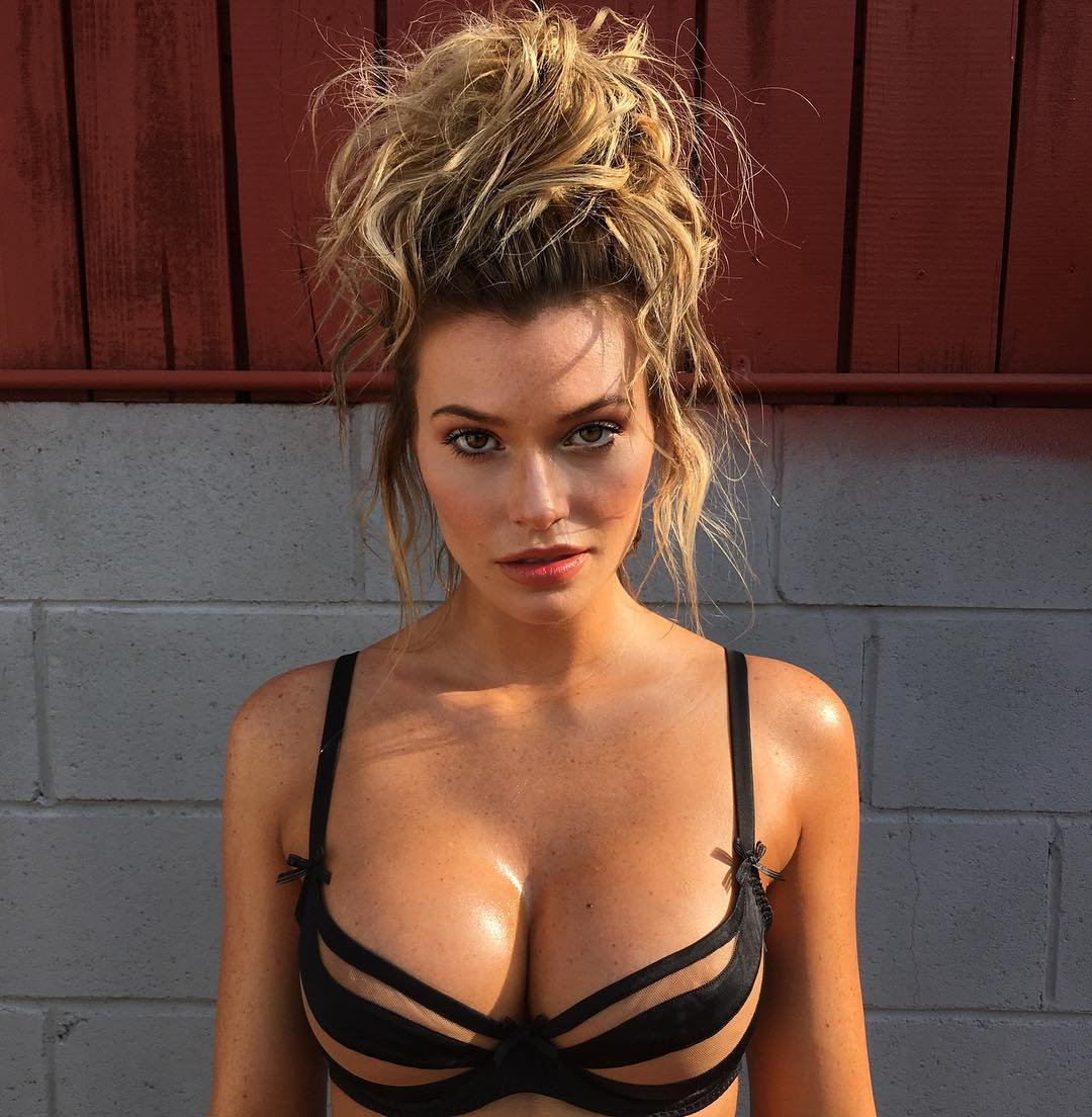 Samantha Hoopes Sexy Phot...