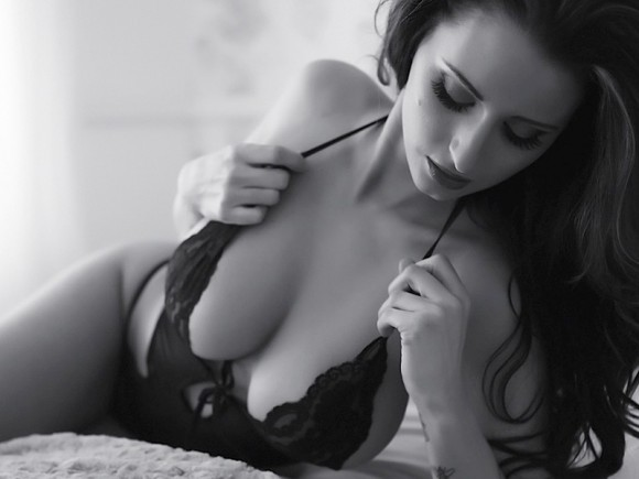 Sammy-Braddy-Black-And-White-Lingerie-07-580x435