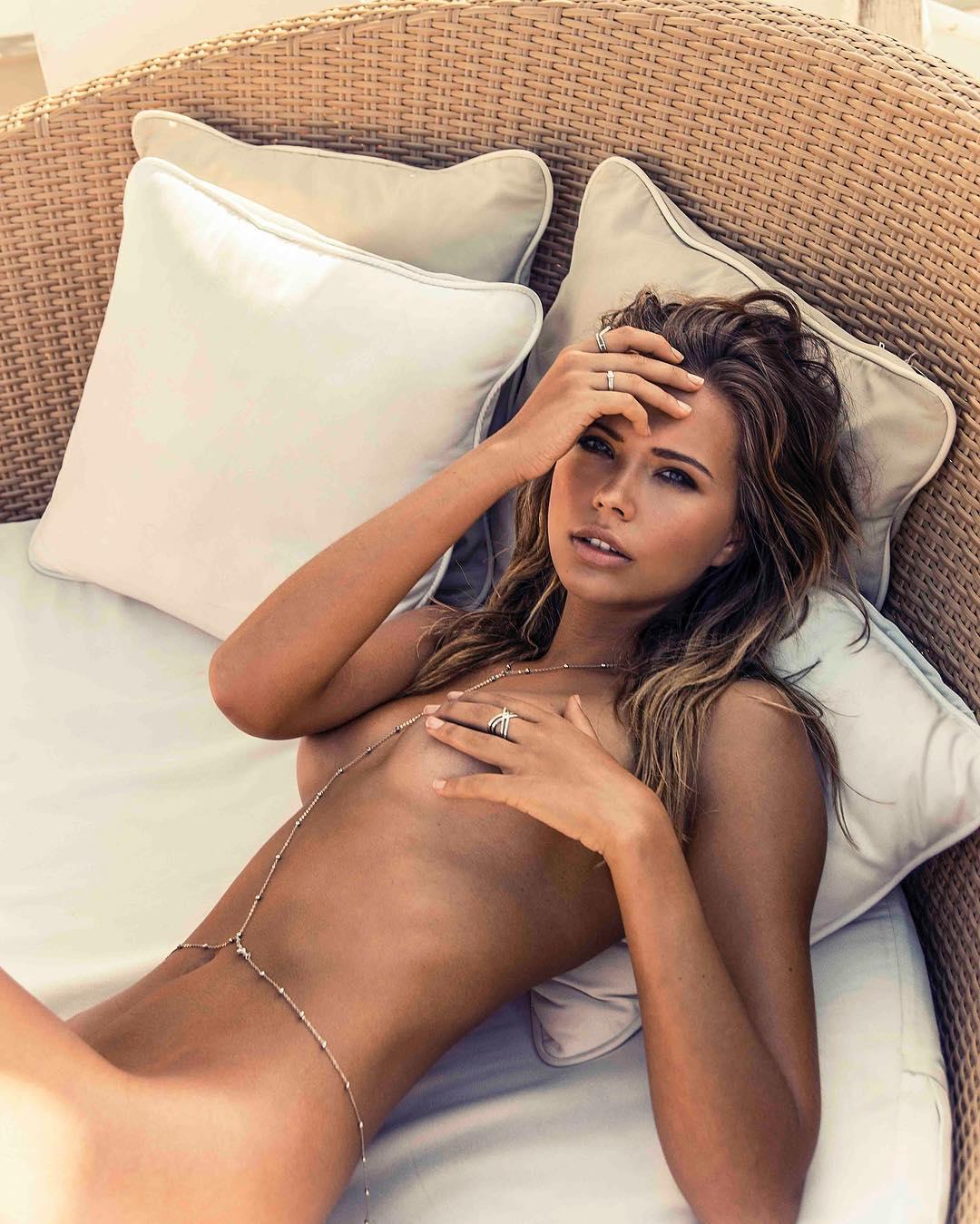 Sandra-Kubicka-Topless-1-1