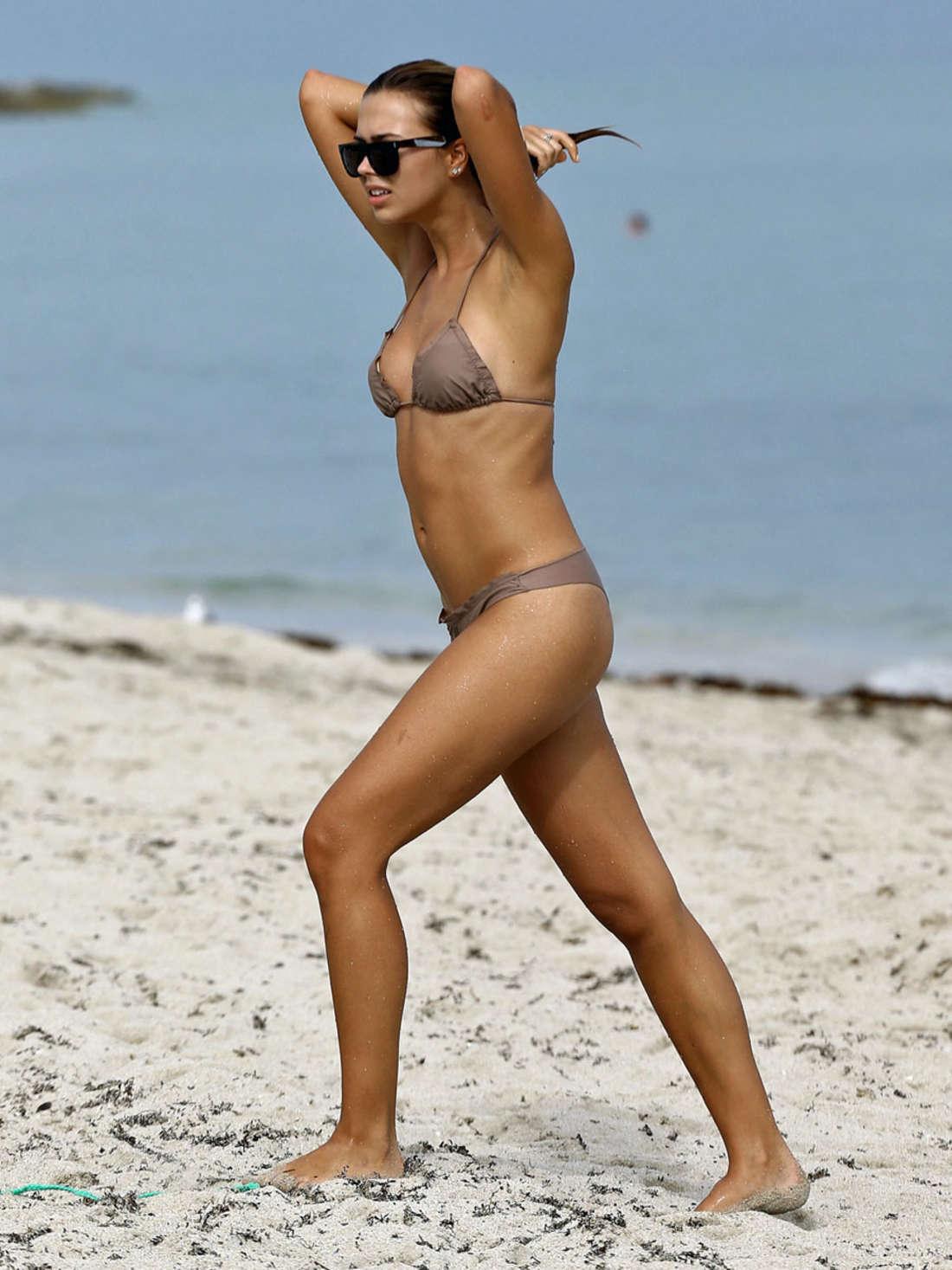 Sandra Kubicka Bikini Pho...
