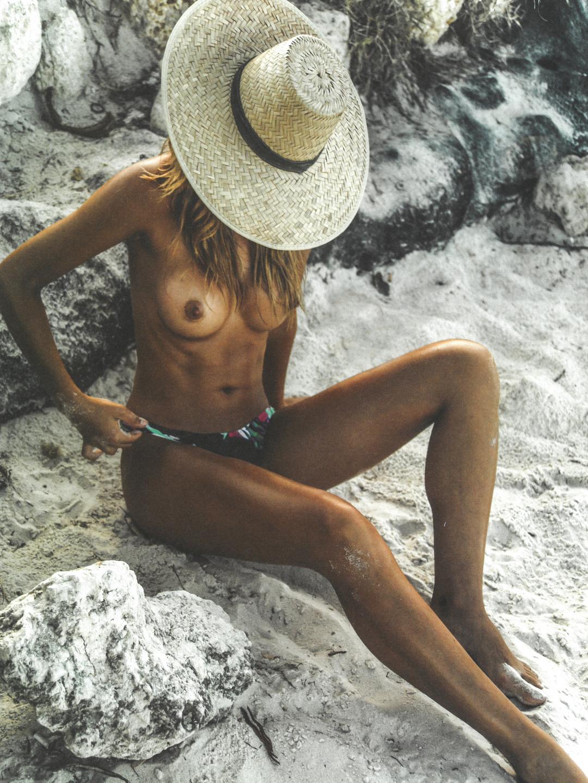 Sandra Kubicka Naked Phot...