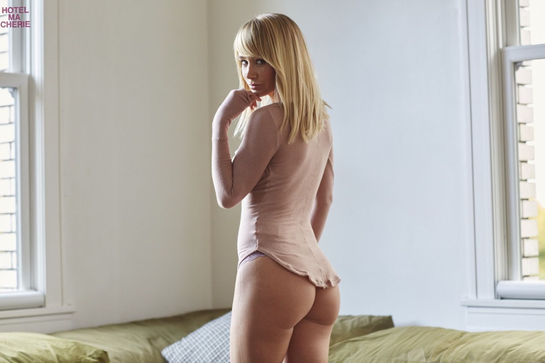 Sara-Jean-Underwood-Sexy-4