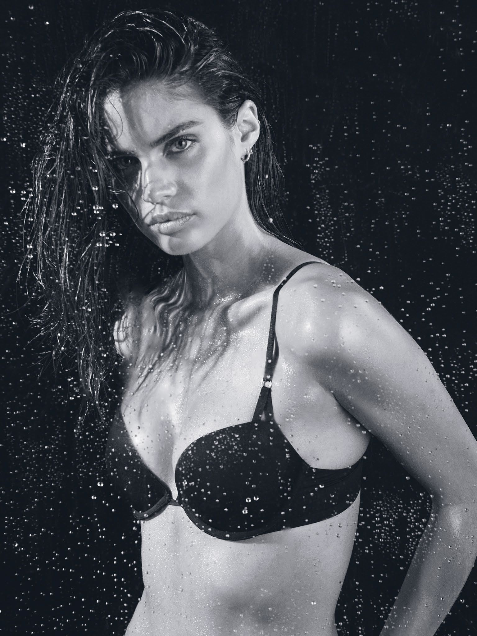 Sara Sampaio Topless Phot...