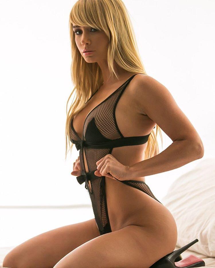 Nude Pics Of Sara Underwo...