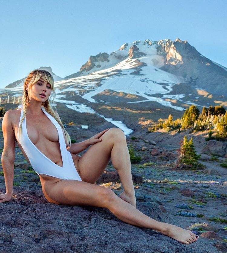 Sara Underwood Sexy Photo...