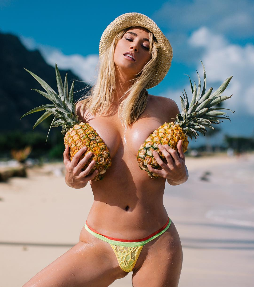sara-underwood-topless-1