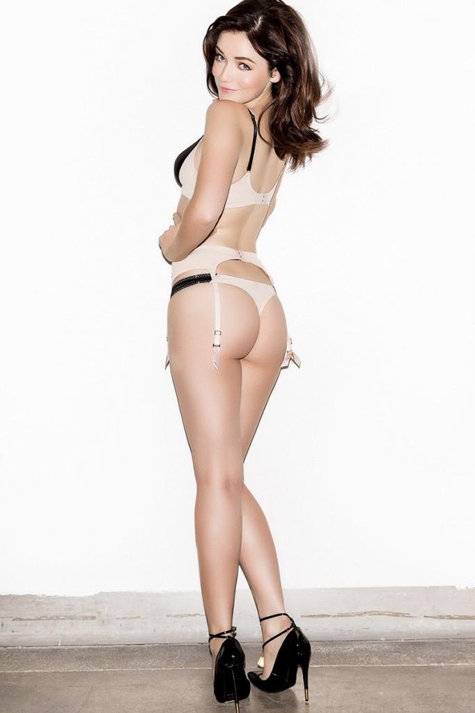 Topless Pics Of Sarah Bol...