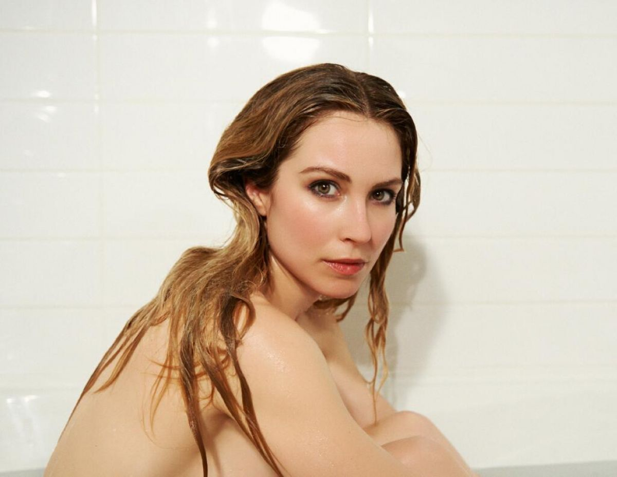 Sarah Carter Bathroom Photo session 1