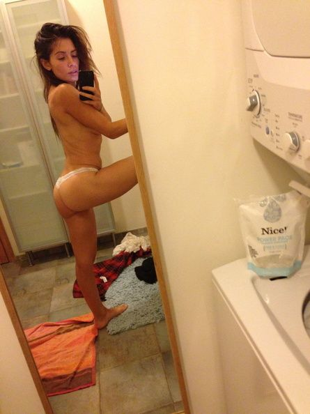 Sarah Shahi New Leaked Ph...