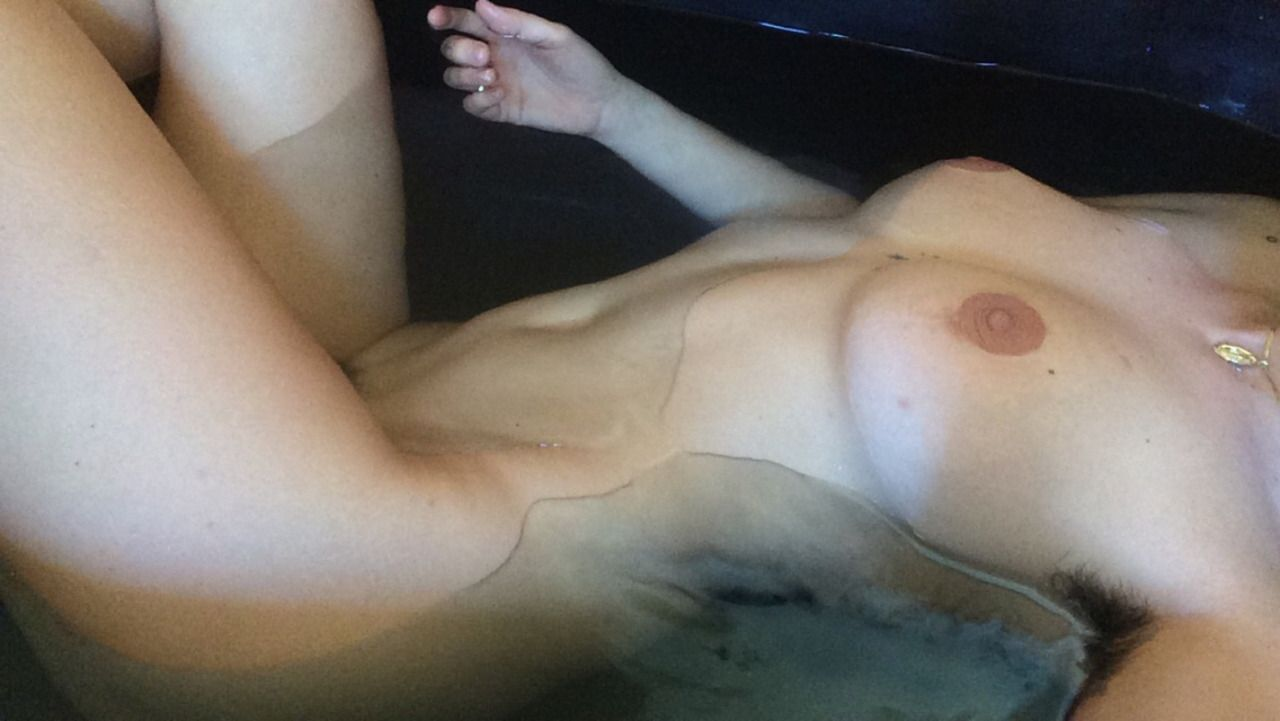 Naked Photos Of Scout Wil...