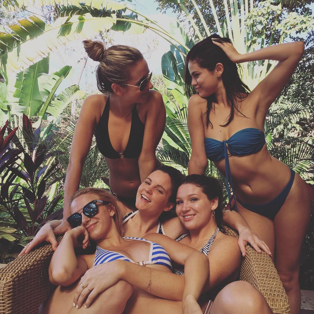 Bikini Photo Of Selena Go...