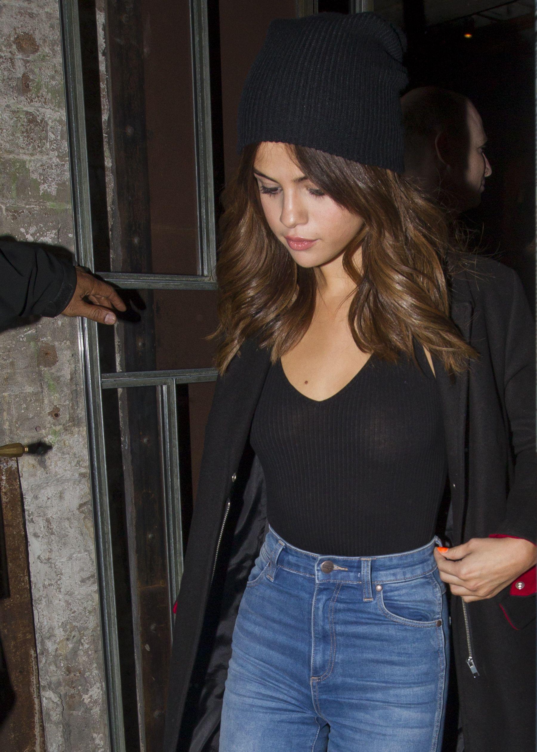 Selena Gomez Braless Phot...