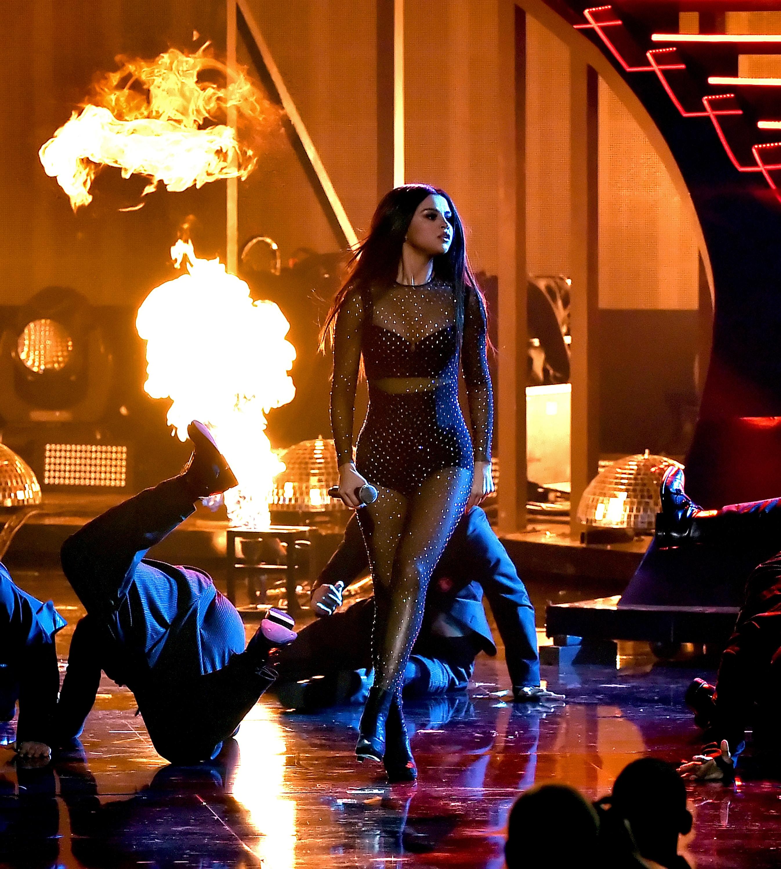 Selena Gomez Sexy Live Ph...