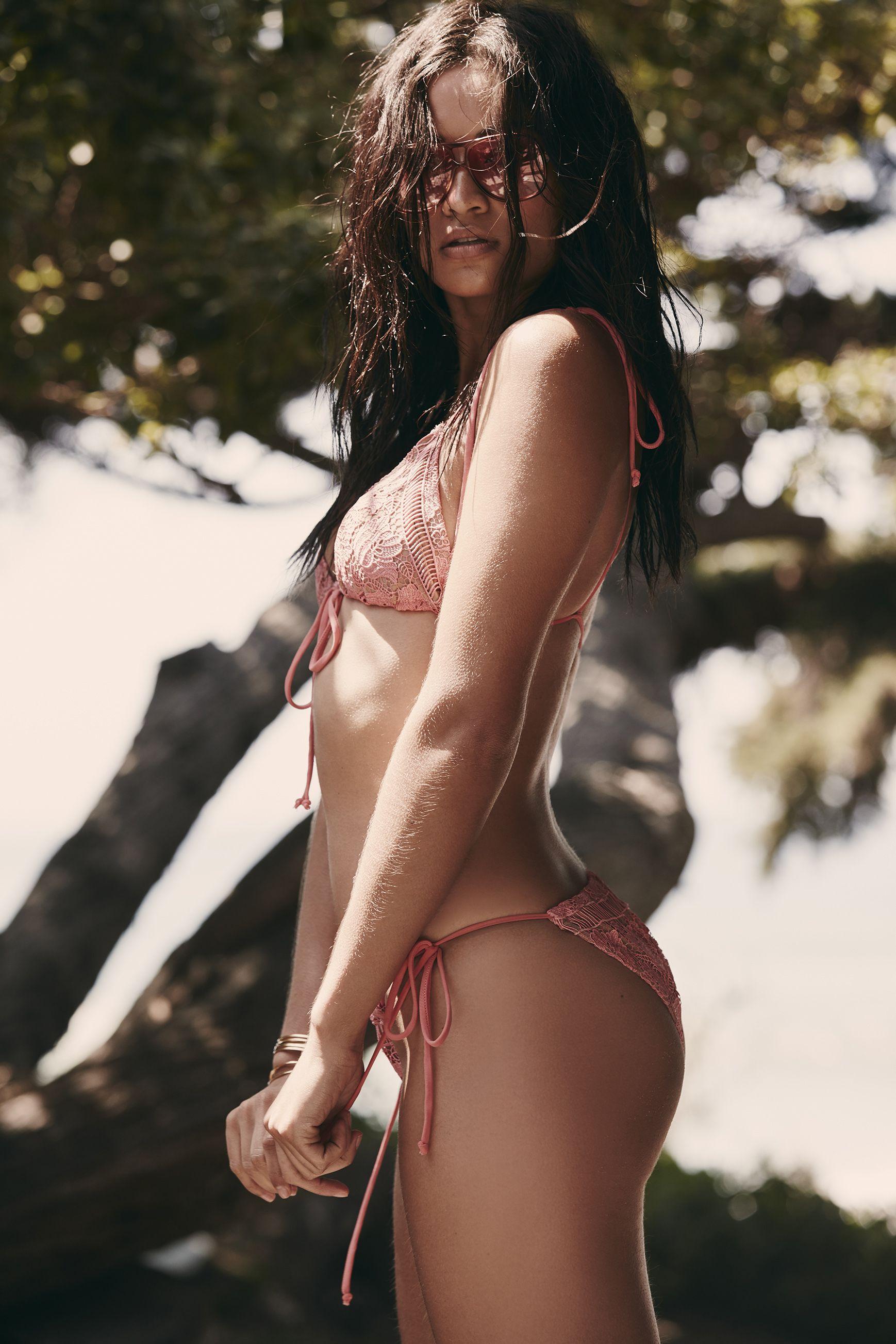 Shanina Shaik Topless Pho...