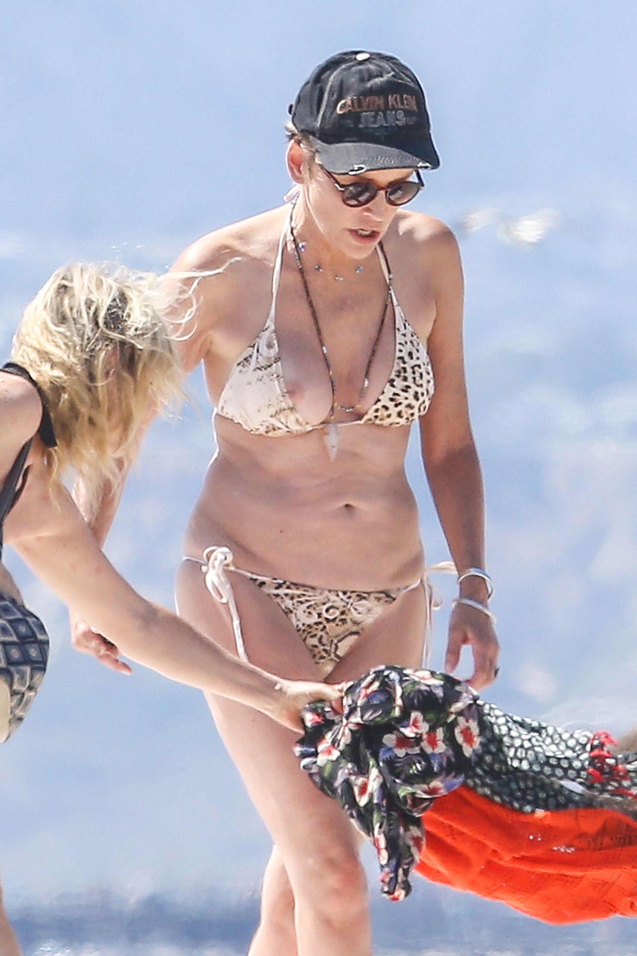 Sharon Stone Boobslip Pho...