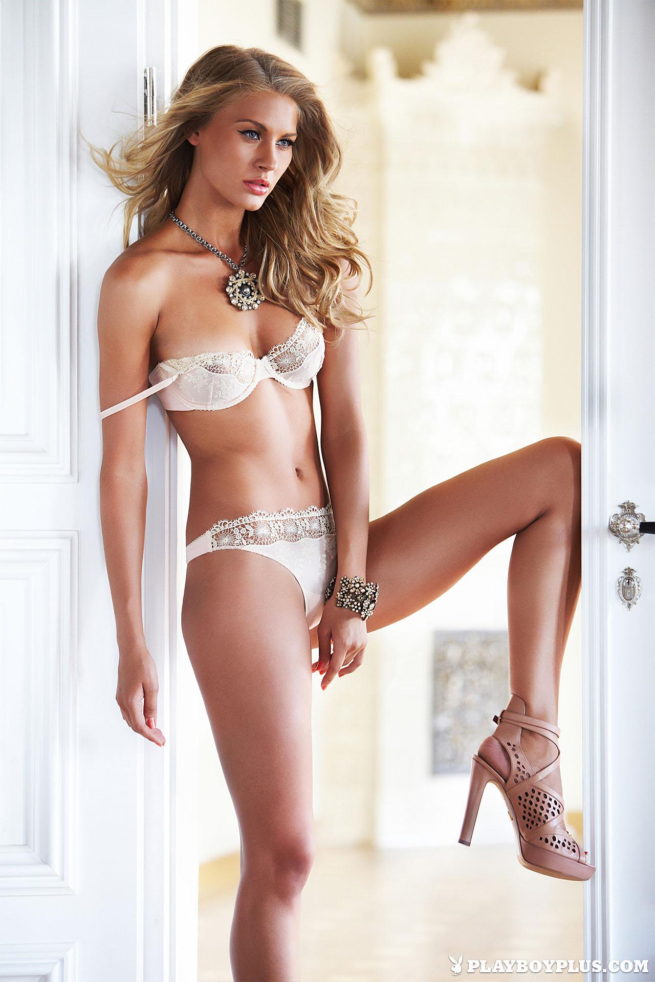 Simona Starkute Topless P...
