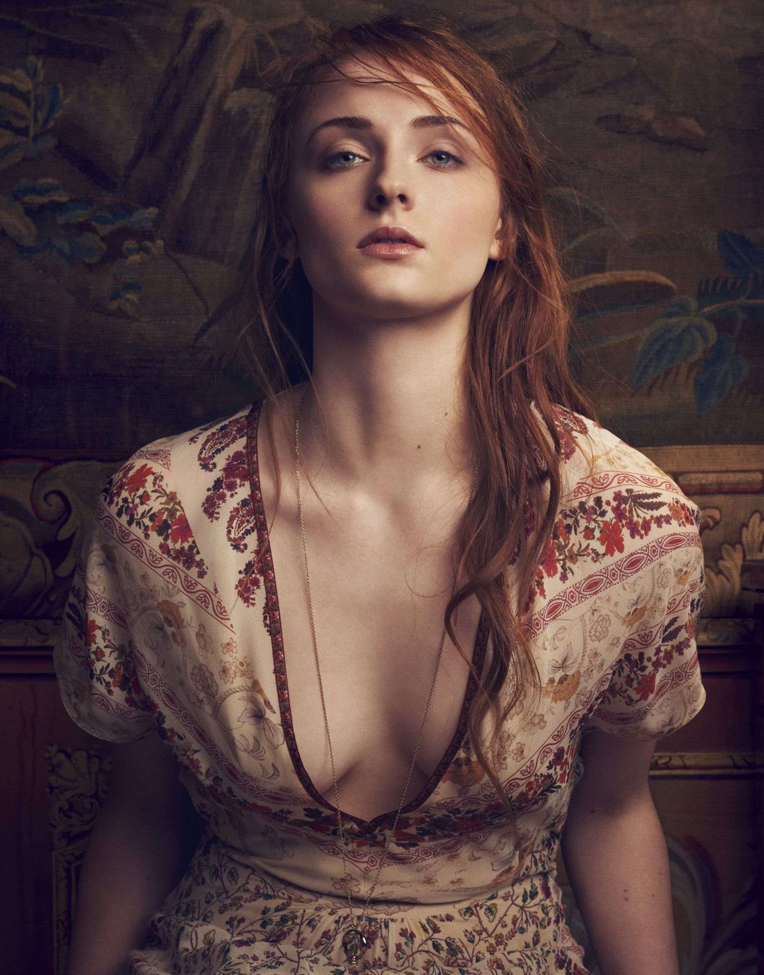 Sophie Turner Sexy Photos