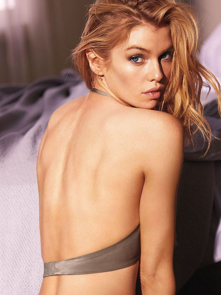 Stella Maxwell Sexy Photo...