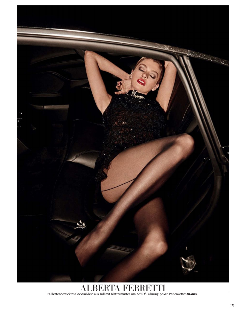 Stella Maxwell Topless Pi...