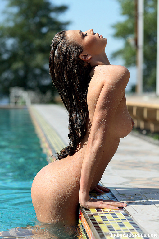 Zuzanna is swimming in pantyhose in the pool - 1 part 5