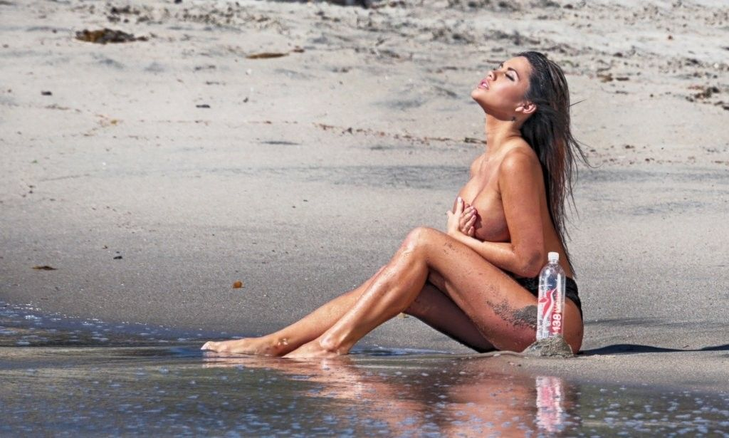 Topless Pics Of Tawny Jor...