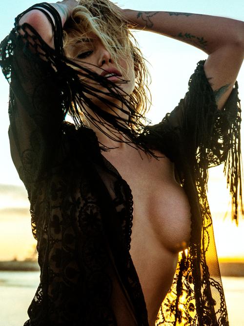 Topless Pics Of Tina Loui...