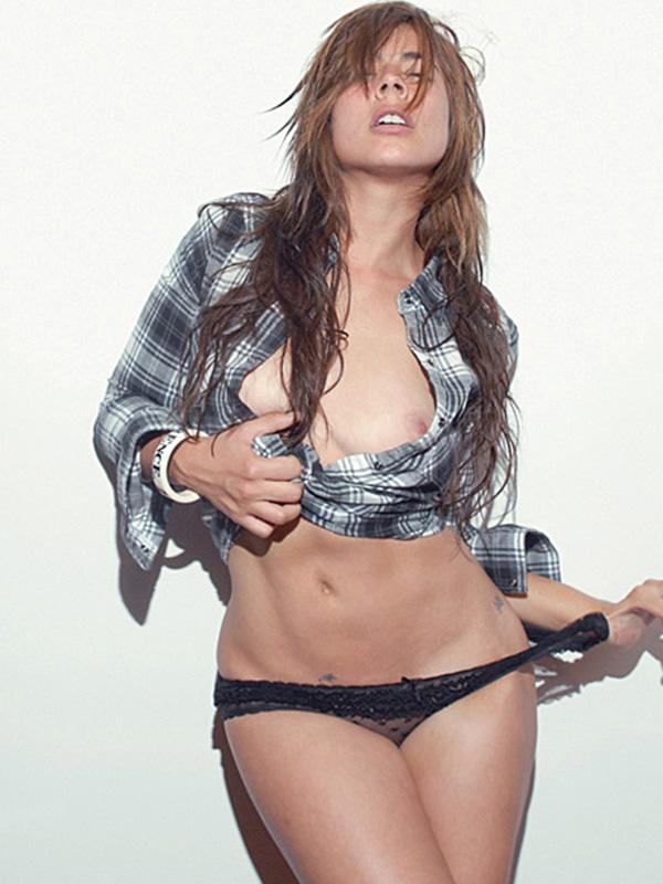 Carla Giraldo Topless Pic...
