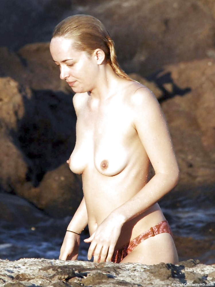 Topless Dakota Johnson Pi...
