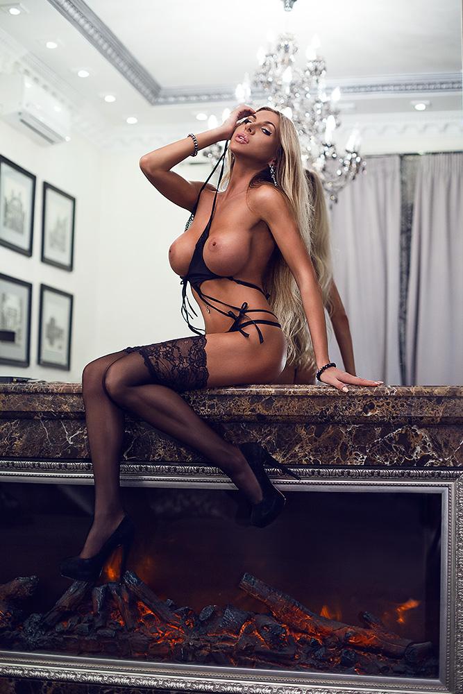 Topless Elina Svetlova