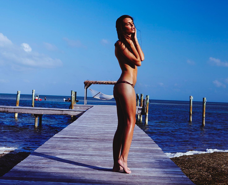 Topless Emily Ratajkowski...