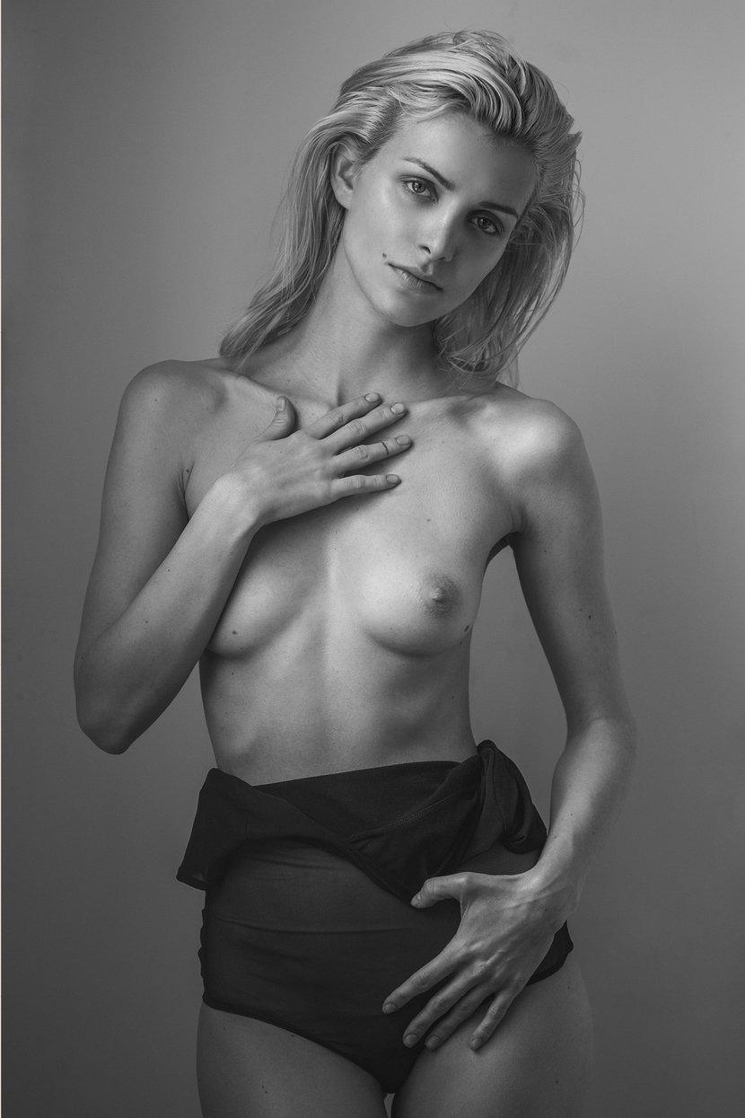 Topless Eva Gii
