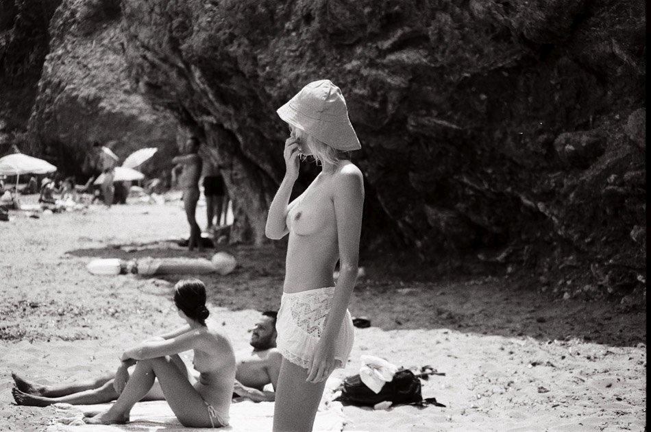 Topless Julia Almendra Pi...